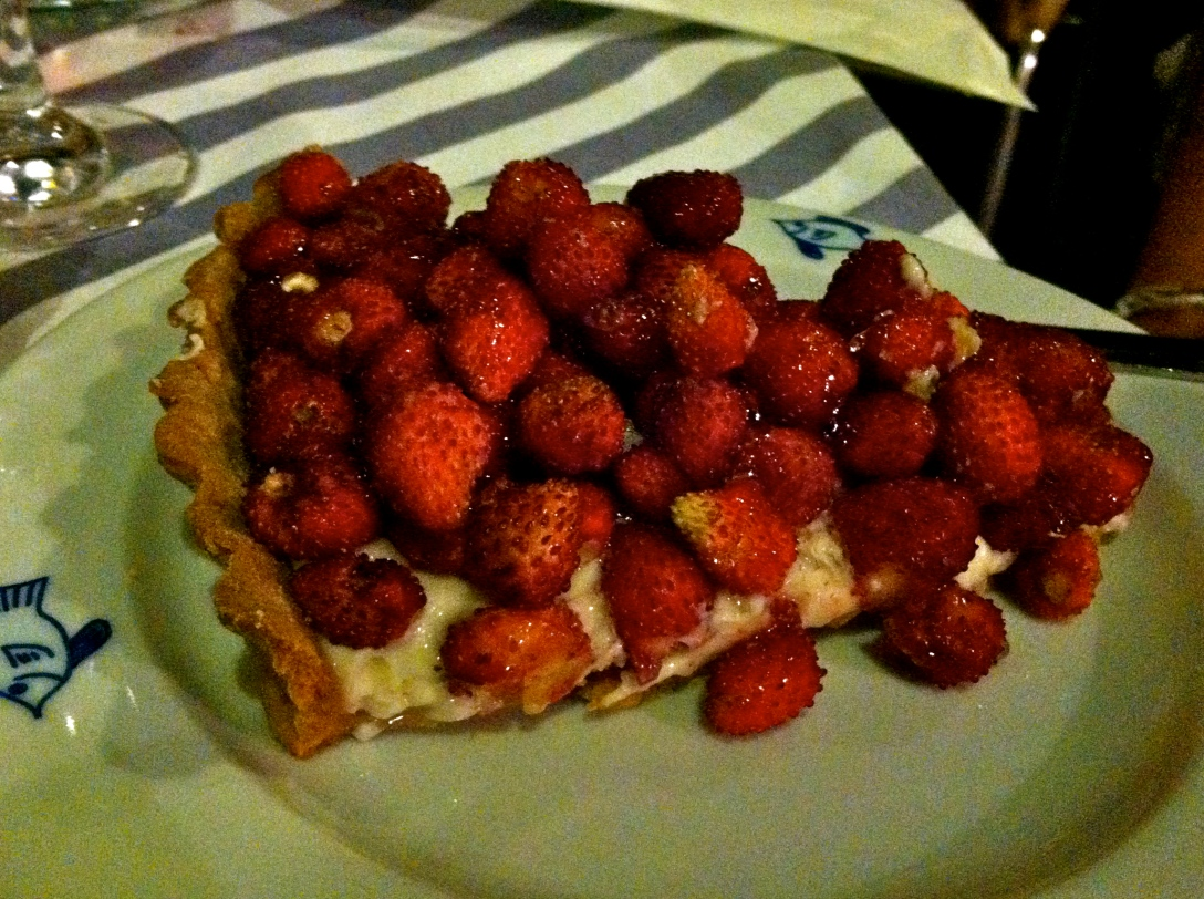 My friend Roxy got this amazing crostata di fragola (strawberry crostata). It was so pretty!